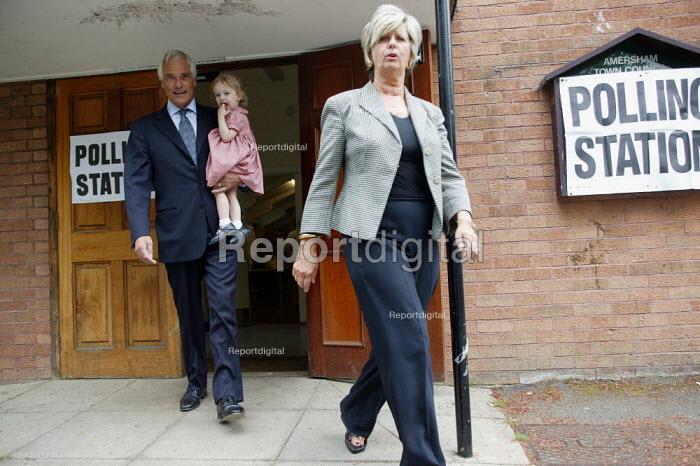 Robert Kilroy-Silk UKIP (UK Independence Party) with grandaughter Seraphina and wife Jan leaving Polling Station. - John Harris - 2004-06-10