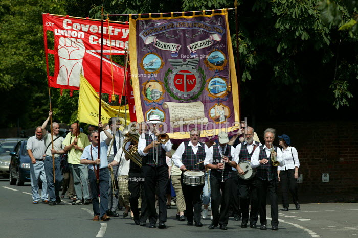Joseph Arch march and rally in Wellesbourne Warwickshire where the Agricultural workers trades union was formed. - John Harris - 2004-06-13