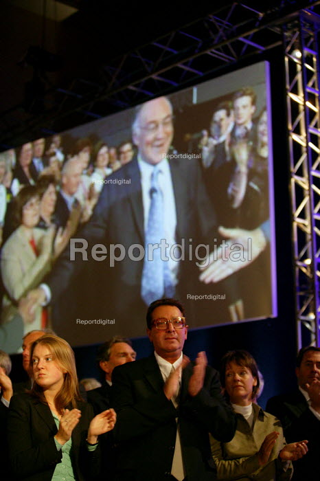 Lord Saatchi and delegates applaud Michael Howard MP as he makes his entrance at Conservative Party Conference 2004 - John Harris - 2004-10-05