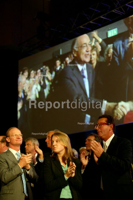 Delegates applaud Michael Howard MP as he makes his entrance at Conservative Party Conference 2004 - John Harris - 2004-10-05