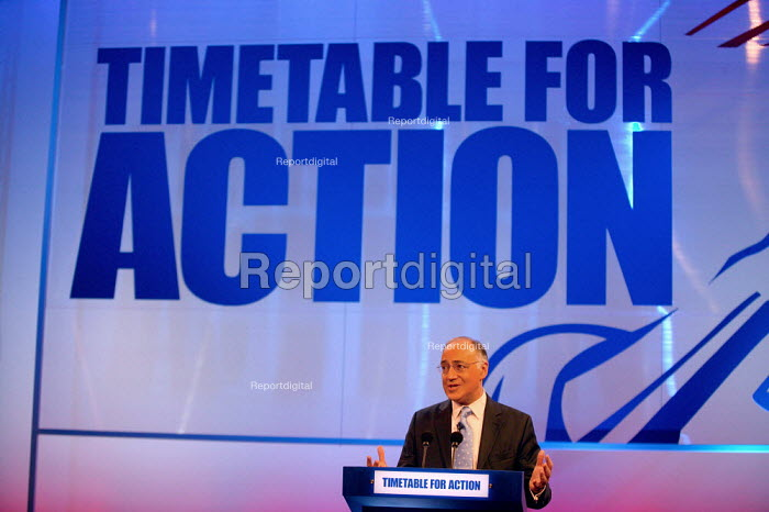 Michael Howard MP speaking at Conservative Party Conference 2004 - John Harris - 2004-10-05