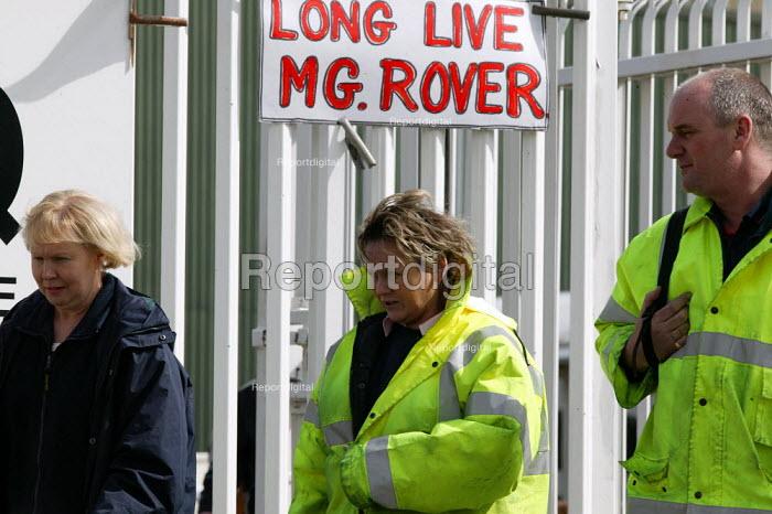 Workers leave MG Rover Group Longbridge Birmingham as the company goes into receivership. - John Harris - 2005-04-08