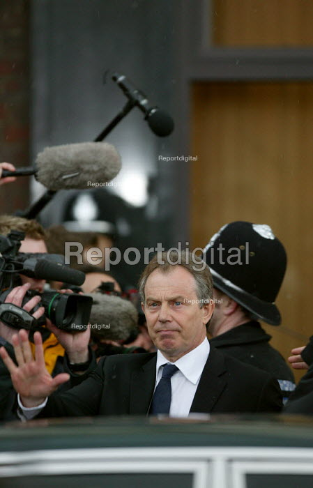 Tony Blair leaving talks with the TGWU and Amicus as MG Rover Group Birmingham goes into receivership. - John Harris - 2005-04-08