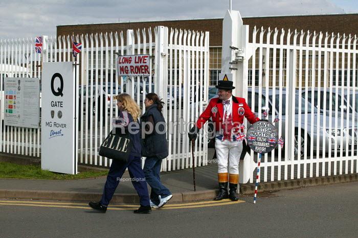 Workers pass John Bull, who has kept a vigil outside the factory gates, leave MG Rover Group Longbridge Birmingham as the company goes into receivership. - John Harris - 2005-04-08