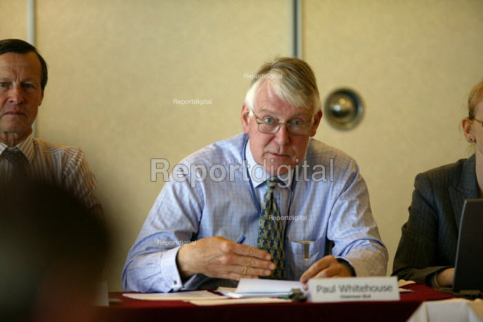 Paul Whitehouse Chairman GLA. First meeting of the Gangmaster Licensing Authority. - John Harris - 2005-04-27
