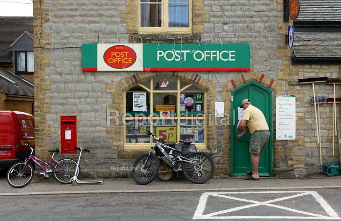 Post Office, Kineton village, Warwickshire. - John Harris - 2005-08-12