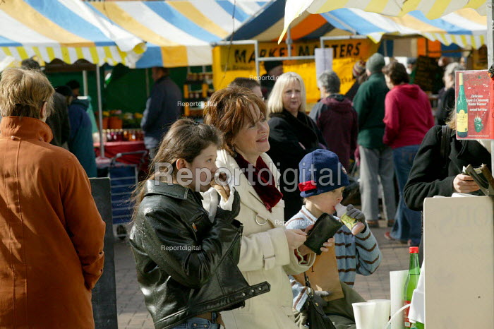 Customers at the Farmer's market, Stratford on Avon, Warwickshire. - John Harris - 2005-11-24