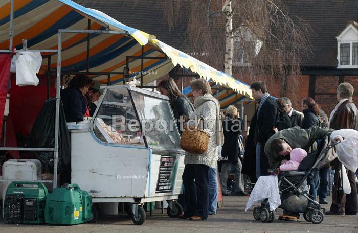 Customers at the Farmer's market, Stratford on Avon, Warwickshire. - John Harris - 2006-03-04