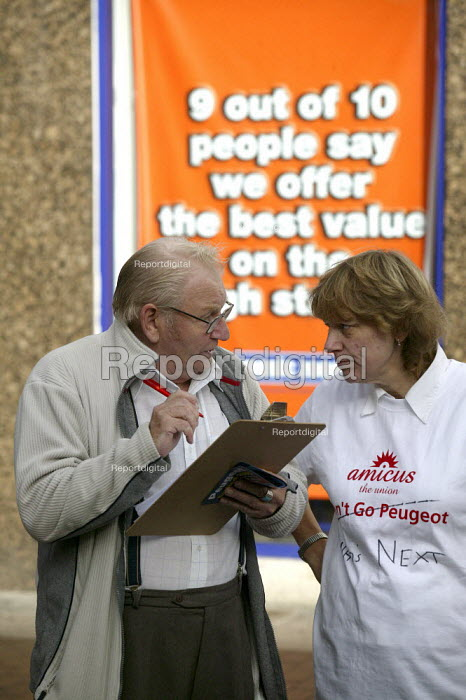 Amicus members from Peugeot Coventry petitioning against closure of the car plant. Sandwell West Bromwich - John Harris - 2006-11-09