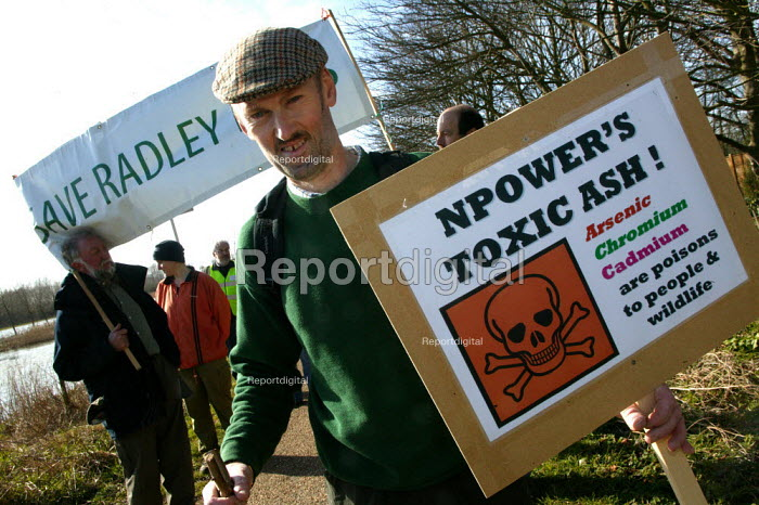Save Radley Lakes protest to try and prevent RWE Npower from dumping toxic fuel ash form Didcot Power station in Thrupp Lake, Abingdon. - John Harris - 2007-03-12
