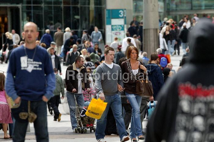 Shoppers in the busy city centre, Birmingham - John Harris - 2007-05-13