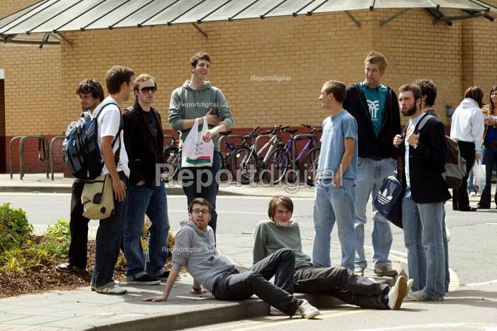 Student on the campus at Warwick University. - John Harris - 2007-05-21