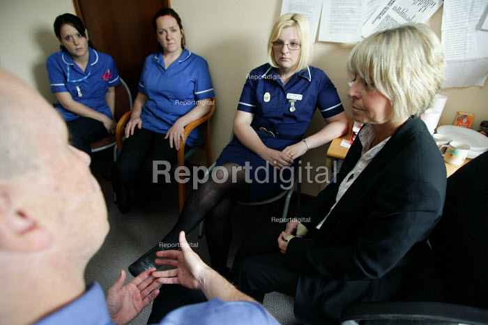 Bronya Webster, Nursing service Quality Facilitator in discussion with District Nurses and Health Visitors. Halesowen Health Centre. - John Harris - 2007-06-25