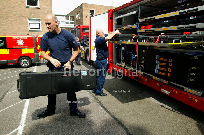 USAR training at Bromsgrove Fire Station - John Harris - 2007-06-13