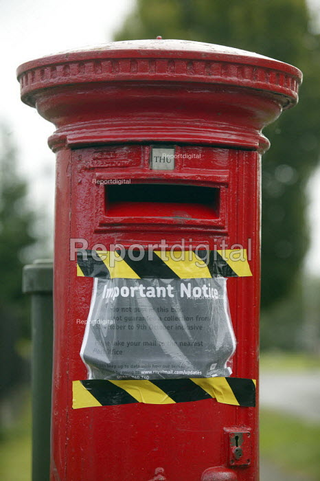 Postbox with notice saying that there is no service due to the strike by CWU postal workers. Warwickshire. - John Harris - 2007-10-06