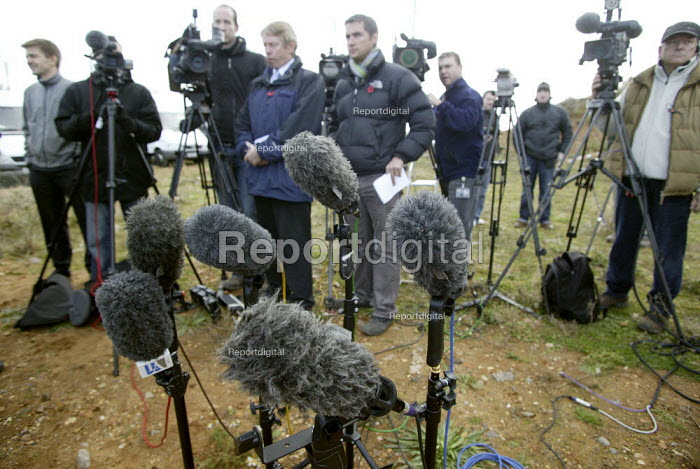 TV crews and microphones at press conference about the search for the firefighters who died in the fire at the Atherstone warehouse. Four firefighters are believed to have died tackling the blaze. Packhouse at Bomfords Ltd Atherstone Industrial Estate, Stratford upon Avon. - John Harris - 2007-11-06