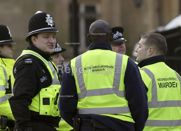 Police officers talking to Neighbourhood Wardens, Coventry city centre. - John Harris - 2008-01-09