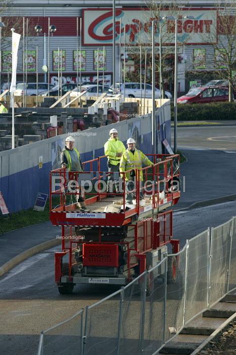 Building workers riding a Skyjack hydraulic Elevating Work Platform, Warwickshire - John Harris - 2008-01-09