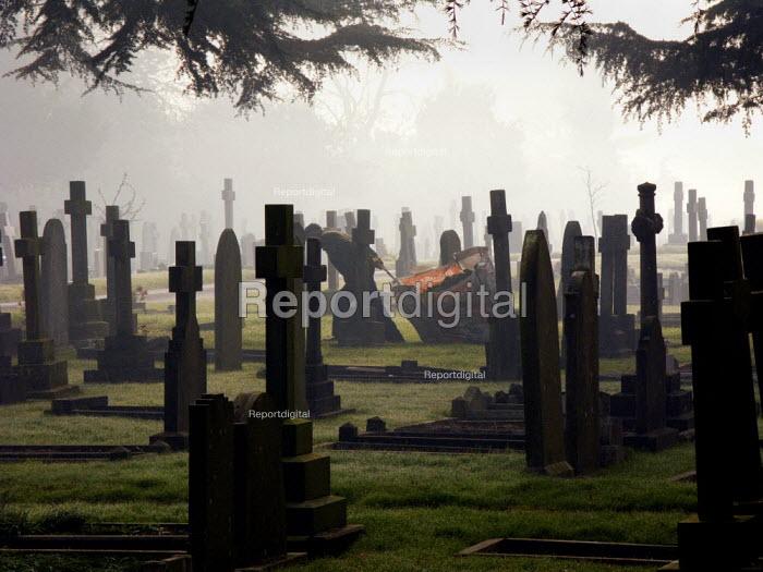 Cemetery worker Stratford upon Avon. - John Harris - 2008-02-13