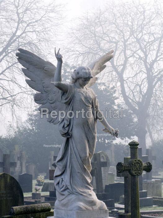 Grave of Mari Corelli, Stratford upon Avon - John Harris - 2008-02-13