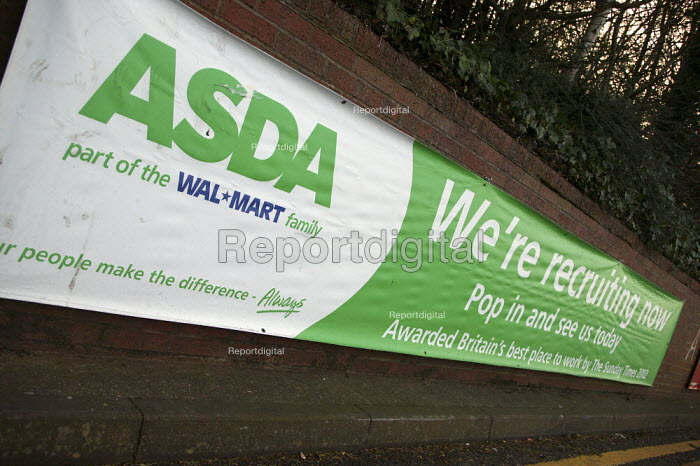 ASDA supermarket, Recruiting staff now banner. - John Harris - 2008-03-12