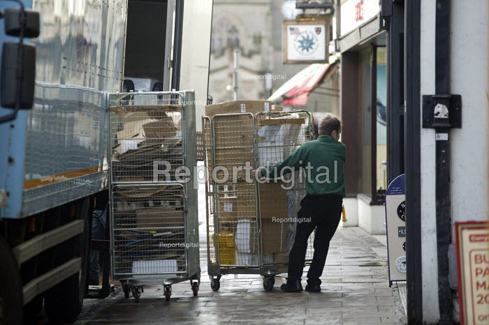 Delivery at Dixons, Stratford upon Avon - John Harris - 2008-03-06