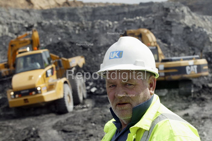 UK Coal opencast mine, Cutacre, Bolton. - John Harris - 2008-04-16