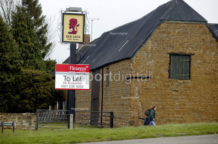 To Let sign on a closed village pub, Northend, Warwickshire. - John Harris - 2008-04-12