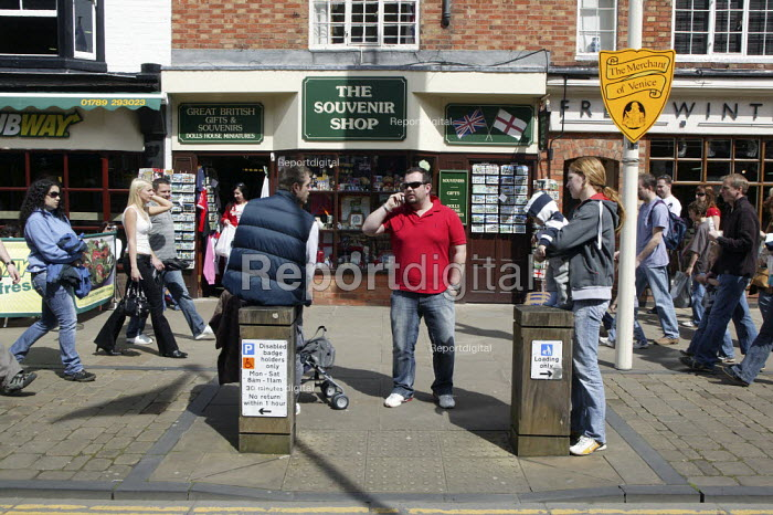 Tourists, Stratford upon Avon - John Harris - 2008-04-22