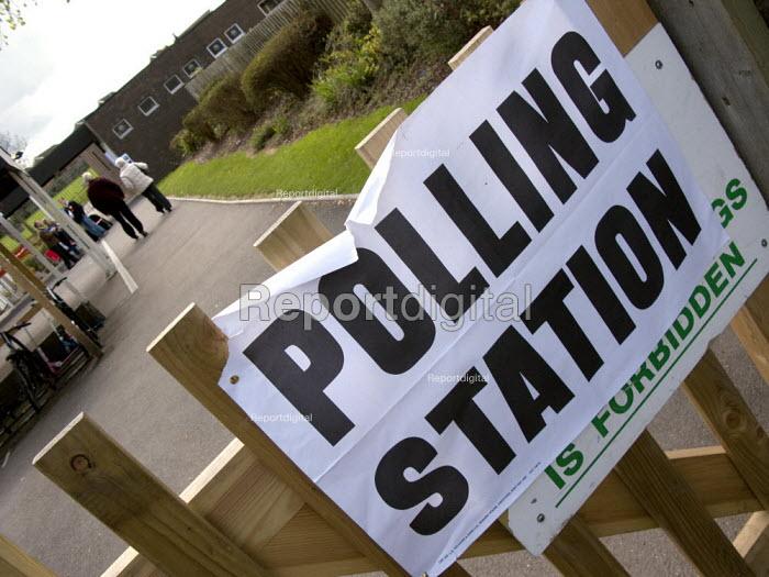 Polling station. Stratford upon Avon - John Harris - 2008-05-01