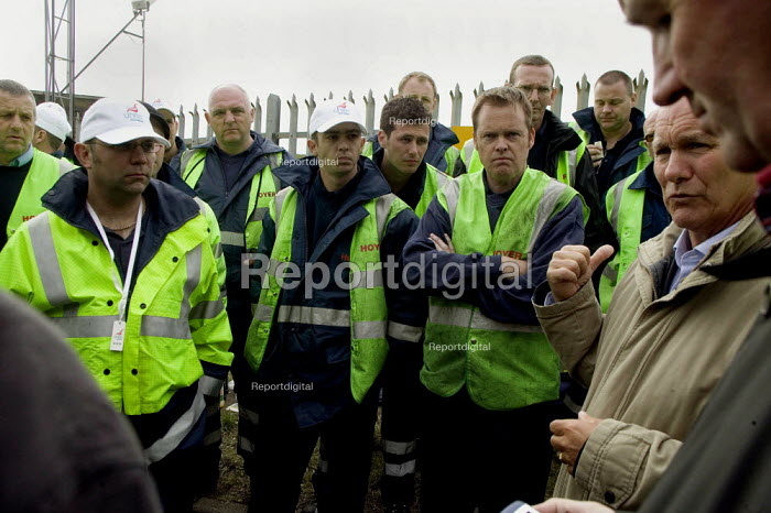 Union official talking to pickets. Tanker drivers from Hoyer UK, who subcontract to Shell, on strike in a pay dispute. Kingsbury oil depot, North Warwickshire. - John Harris - 2008-06-13