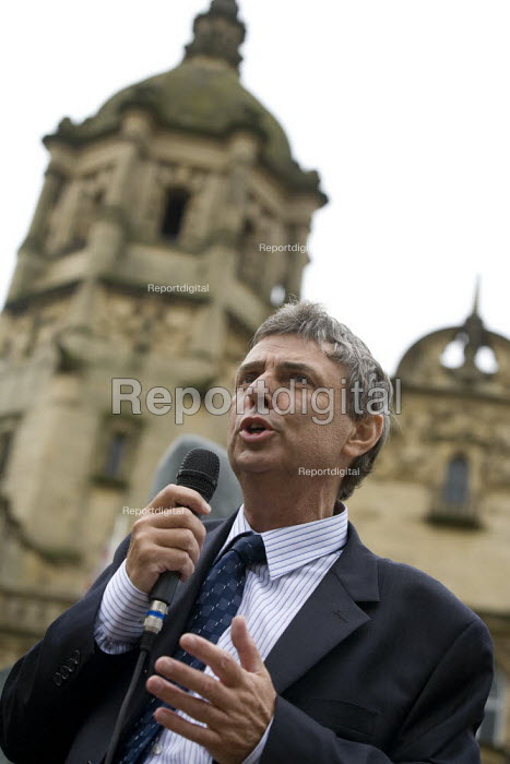 Dave Prentis Unison speaking at a rally of council workers strike over low pay. Wakefield - John Harris - 2008-07-16
