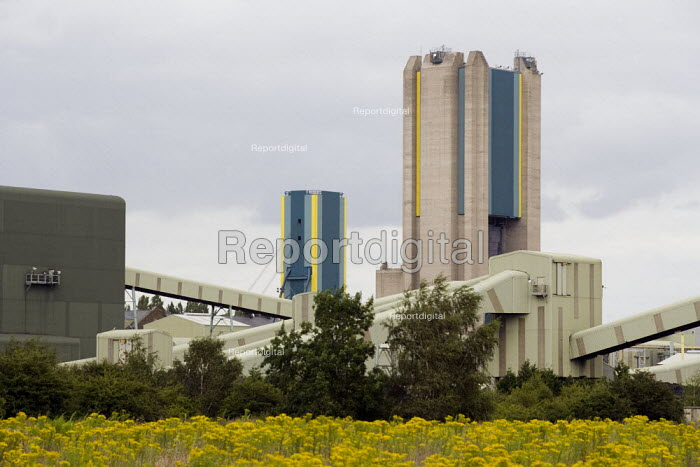Harworth colliery, mothballed by UK Coal, Doncaster, South Yorkshire. - John Harris - 2008-07-16