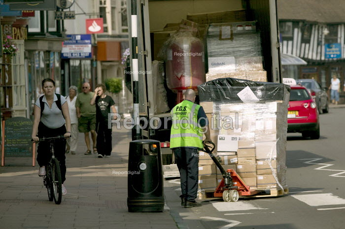 Delivery to a high street shop goes wrong as the contents of the pallet topple off onto the pavement. - John Harris - 2008-07-24