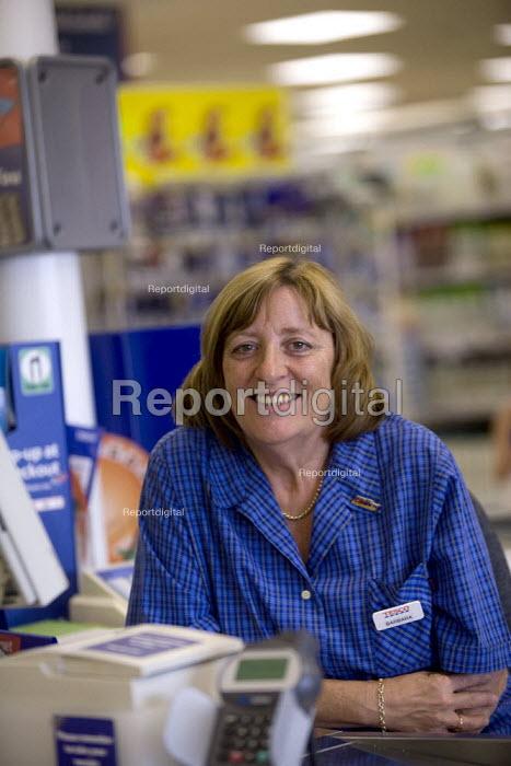 Barbara Peacock, USDAW and Lifelong Learning representative. On the checkout, Tesco Gloucester. - John Harris - 2008-08-15