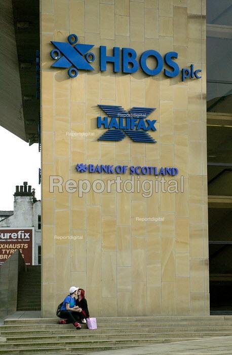 Workers leaving HBOS, Halifax. - John Harris - 2008-09-25