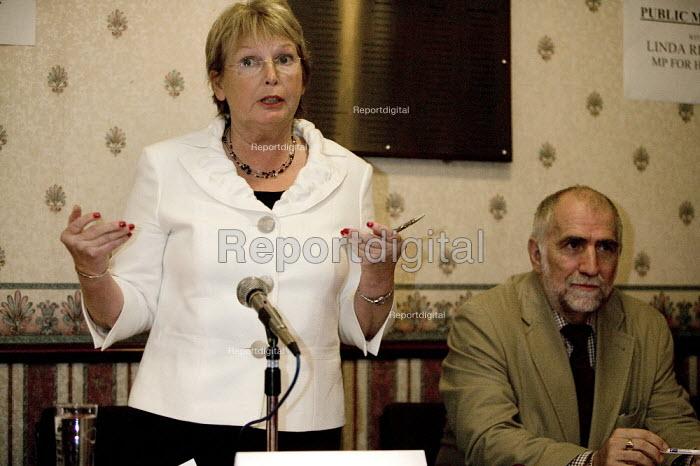 Linda Riordan MP and Frank Higham Accord. Meeting to discuss the merger of HBOS and Lloyds TSB. Halifax. - John Harris - 2008-09-25