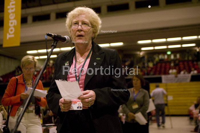 RMT delegate Janet Cassidy questioning Harriet Harman MP TUC Congress 2008 - John Harris - 2008-09-10