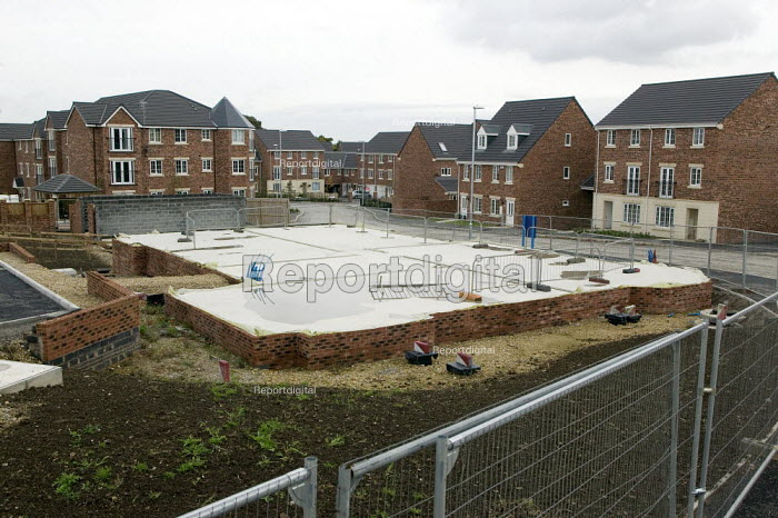 New housing halted, Leeds. Foundations amoungst unsold houses, New Forest Village, Oulton, Leeds - John Harris - 2008-10-16
