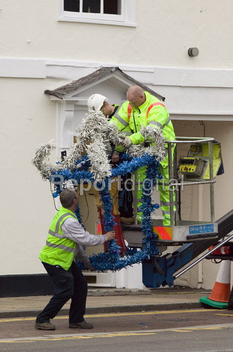 Putting up the Christmas decorations, Stratford on Avon. - John Harris - 2008-10-12