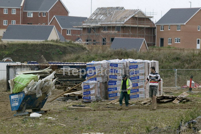 Building workers assessing the situation. New housing halted, Leeds. Bricks and building materials lie around amoungst unsold and half built houses, New Forest Village, Oulton, Leeds - John Harris - 2008-10-16
