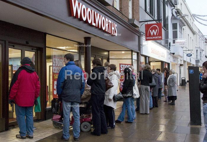 Woolworths closing down sale. Stratford on Avon. - John Harris - 2008-12-12