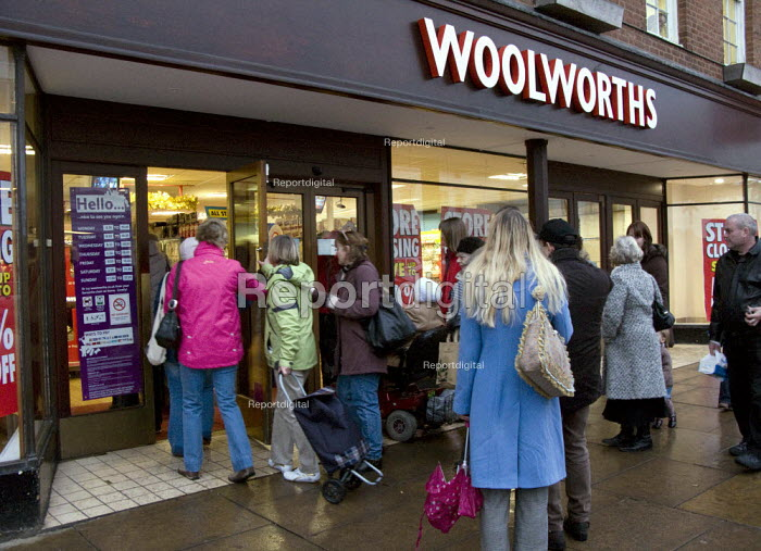 Woolworths closing down sale. Stratford on Avon. - John Harris - 2008-12-12