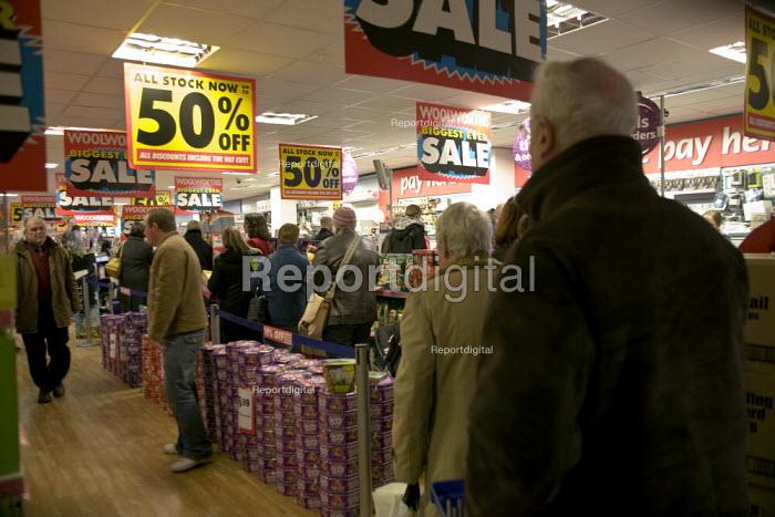 Woolworths closing down sale. Stratford on Avon. - John Harris - 2008-12-11