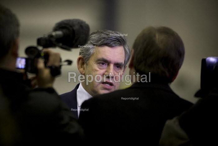 Gordon Brown talking to the media, Rolls Royce Derby - John Harris - 2009-01-08