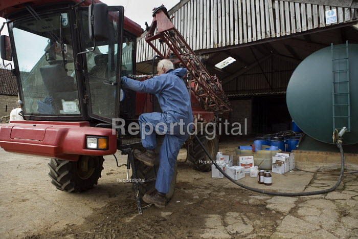 Crop spraying on a farm in Leicestershire. - John Harris - 2009-03-18