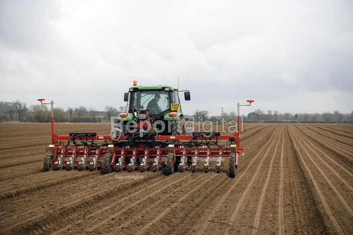Farmworker using a Precision Pneumatic Seed Drill to sow Leeks. Warwickshire - John Harris - 2009-03-13