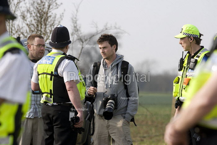 Police Forward Intelligence officers (FIT) questioning a press photographer for photographing the team photographing and filming protesters under new anti terrorist legislation. He was threatened under Section 76 of the Counter Terrorism Act 2008. NoBorders, Campaign Against Immigration Controls. March to end indefinite detention at Yarls Wood IDC Immigration Detention Centre. Bedfordshire. - John Harris - 2009-03-22