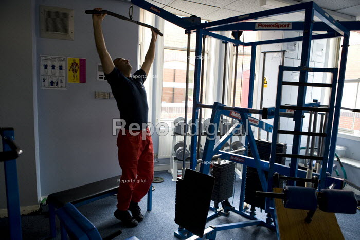 Firefighter using the gym to keep fit at Perry Barr Fire station Birmingham. - John Harris - 2009-04-17