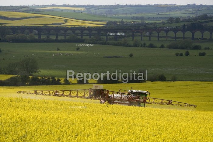 Farmworker spraying oilseed rape with insecticide and fungicide chemicals. Welland Valley, Harringworth, Northamptonshire. - John Harris - 2009-04-29
